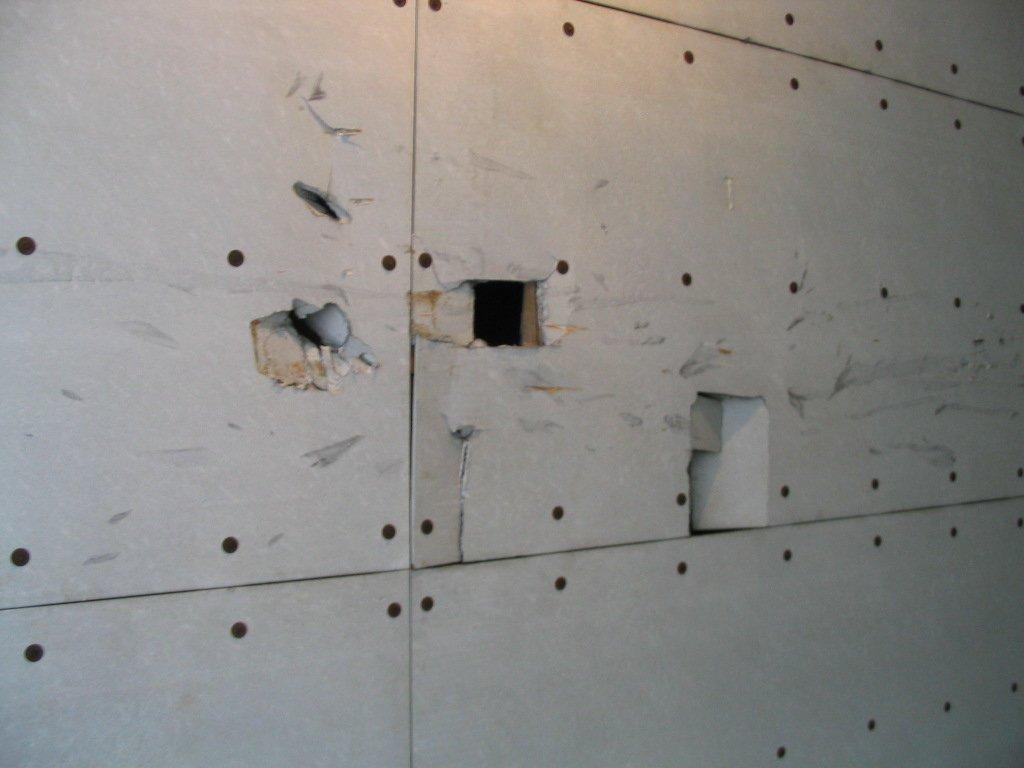 Unterdecke-aus-Asbestplatten