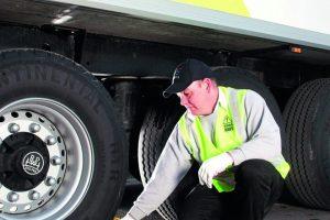 Unterlegkeile sichern LKW und verhindern Unfälle im Betrieb.