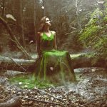 Woman_wears_a_green_dress_in_the_forest