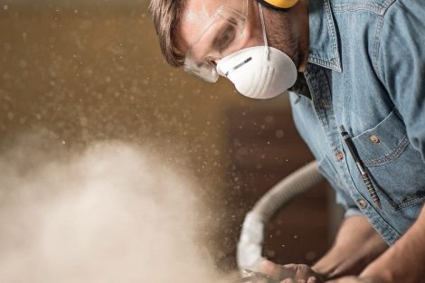 Carpenter_wearing_protective_headphones_while_using_electric_saw
