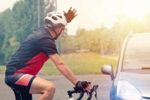 Forcing_the_right_of_way_on_the_road_for_the_driver_of_a_car_with_the_participation_of_a_cyclist