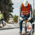Risiko von Hautkrebs: Bauarbeiter in der Sonne