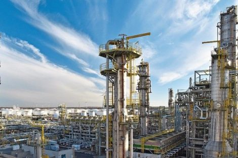 pipeline,storage_tanks_and_buildings_of_a_refinery_-_industrial_plant_for_fuel_production_