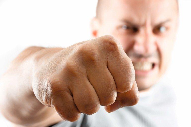 Wenn Der Streit Eskaliert Urteile Zu Handgreiflichkeiten Unter