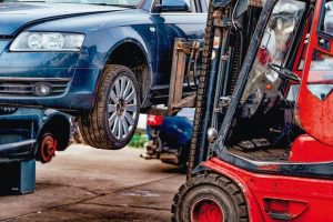 Damaged_cars_waiting_in_a_scrapyard_to_be_recycled_or_used_for_spare_part