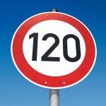 h_3D_Limit_Straßenschild_Zeichen_120kmh_Geschwindigkeit_Geschwindigkeitsbeschränkung_Himmel_Sicherheit_Strassenschild_Strassenverkehr_Straßenverkehr_Straßenverkehrsordnung_StVO_Symbolbild__