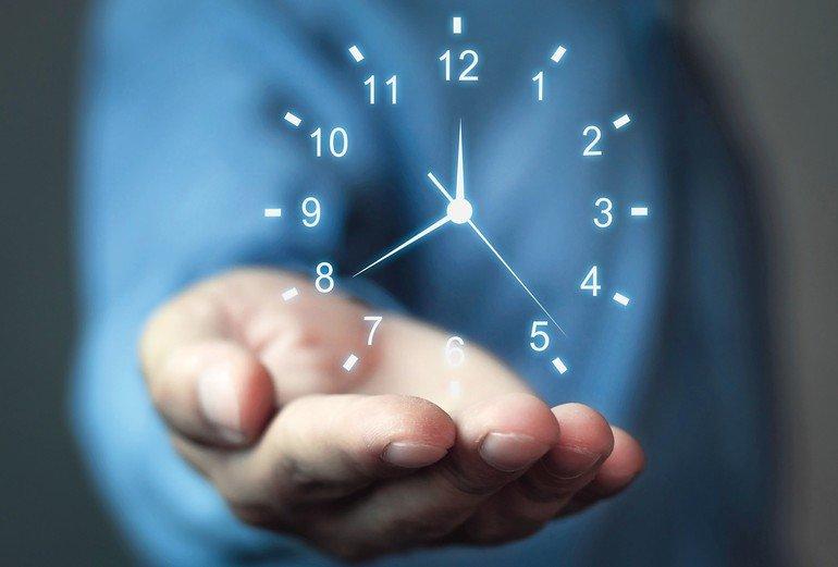 Businessman_holding_clock._Concept_of_saving_time.