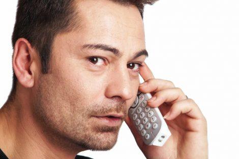 homme_au_téléphone
