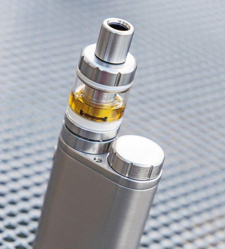 E-Zigarette_AdobeStock_161477513__Jamrooferpix.jpg