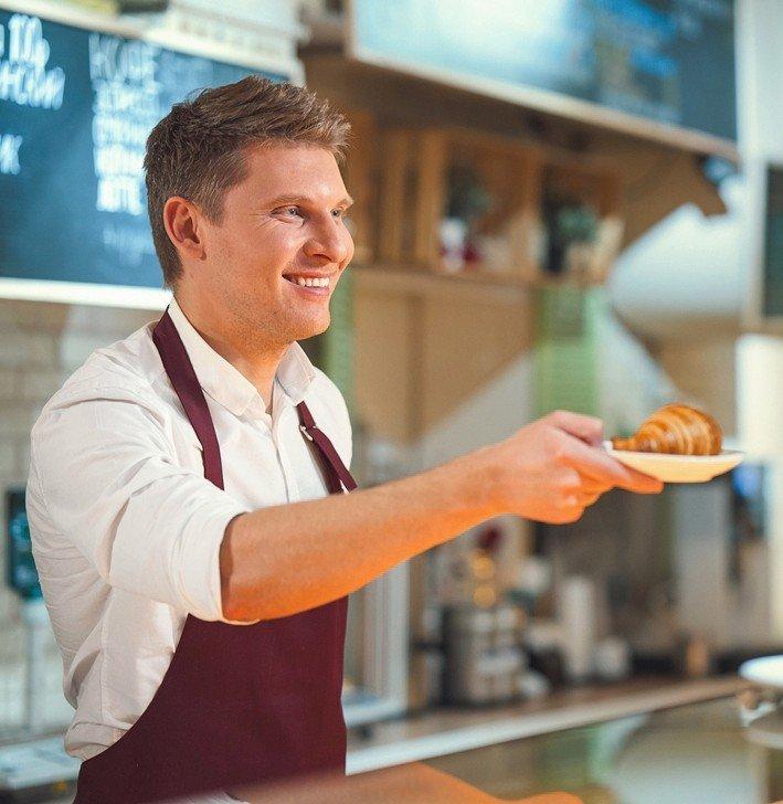 Smiling_bakery_in_uniform