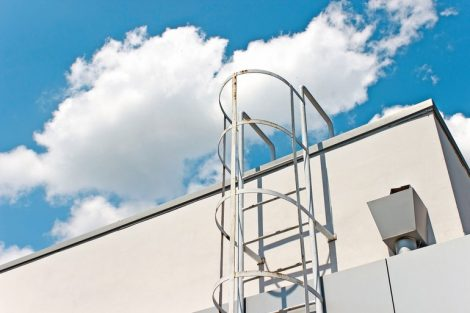 Safety_metal_ladder_to_the_roof_and__blue_sky