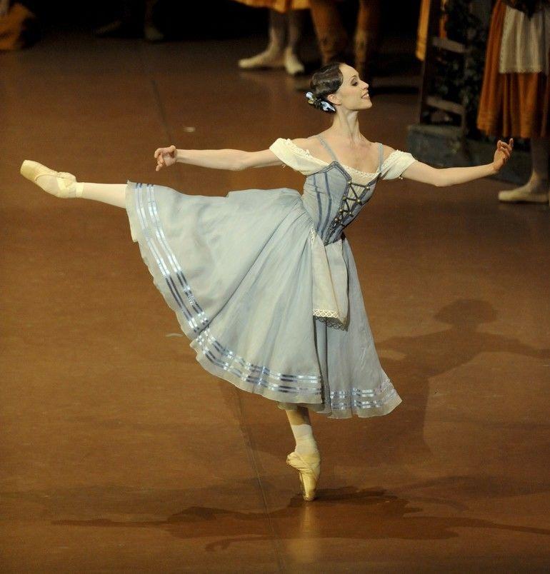 Inszenierung:_Reid_Anderson,_Valentina_Savina_Tänzer:_Anna_Osadcenko_(Giselle)__©Stuttgarter_Ballett