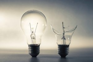 Good_and_broken_light_bulb,_problem_and_solution,_good_idea_and_bad_idea_or_comparison_concept