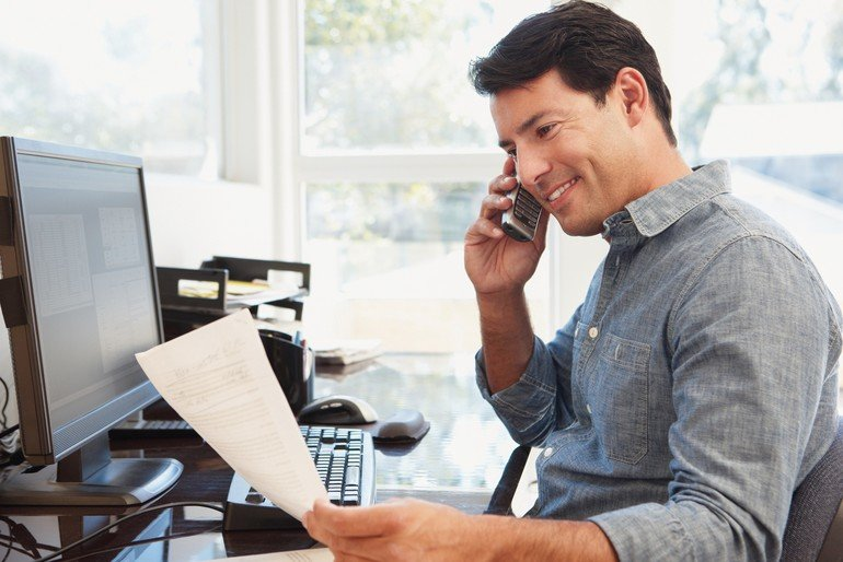 Man_working_in_home_office
