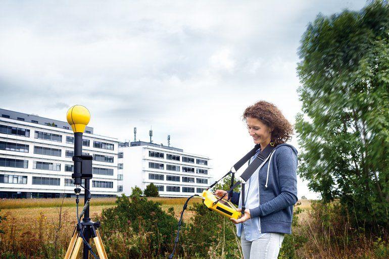 Narda-SRM-3006-5G-measurement.jpg