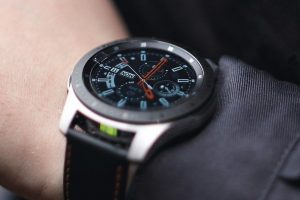 PF_ecom_Smart-Ex-Watch-01_wrist.jpg
