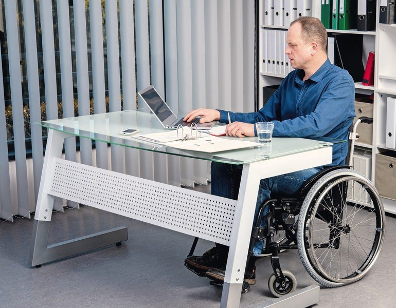 disabled_businessman_in_wheelchair_working_in_the_office