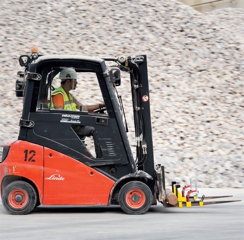 Schwere Teile zuverlässig beim Transport mit dem Gabelstapler sichern. Ein neues System macht dies möglich.
