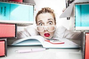 Multitasking schadet, eine neue Broschüre der BAuA gibt Tipps für Betriebe und Angestellte.