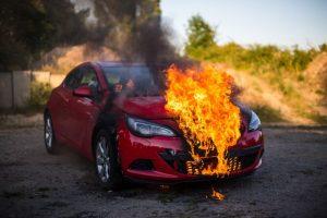 Feuerlöscher sollten auch im Auto und Wohnmobil mitgeführt werden, um Brände frühzeitig zu bekämpfen