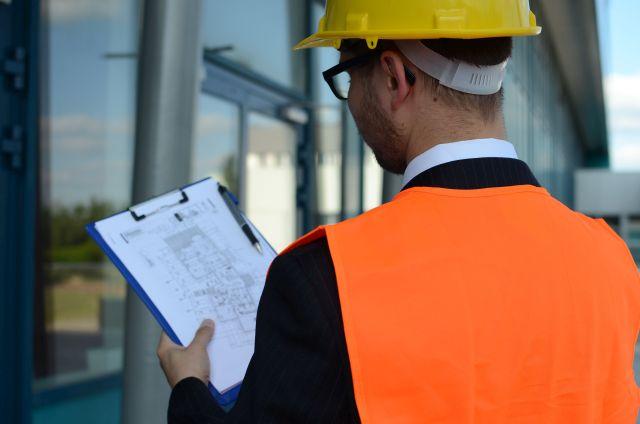 In Gebäuden fest verbaute asbesthaltige Brandschutzklappen ohne Gefährdung zu prüfen – das ermöglicht ein neu entwickeltes Verfahren.