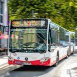Frank_Guttke_führt_eine_Besuchergruppe_durch__den_Bogestra_Standort_Essener_Straße,_Bochum,_am_20._Juli_2018._Foto:_Michael_Grosler;_www.grosler.de